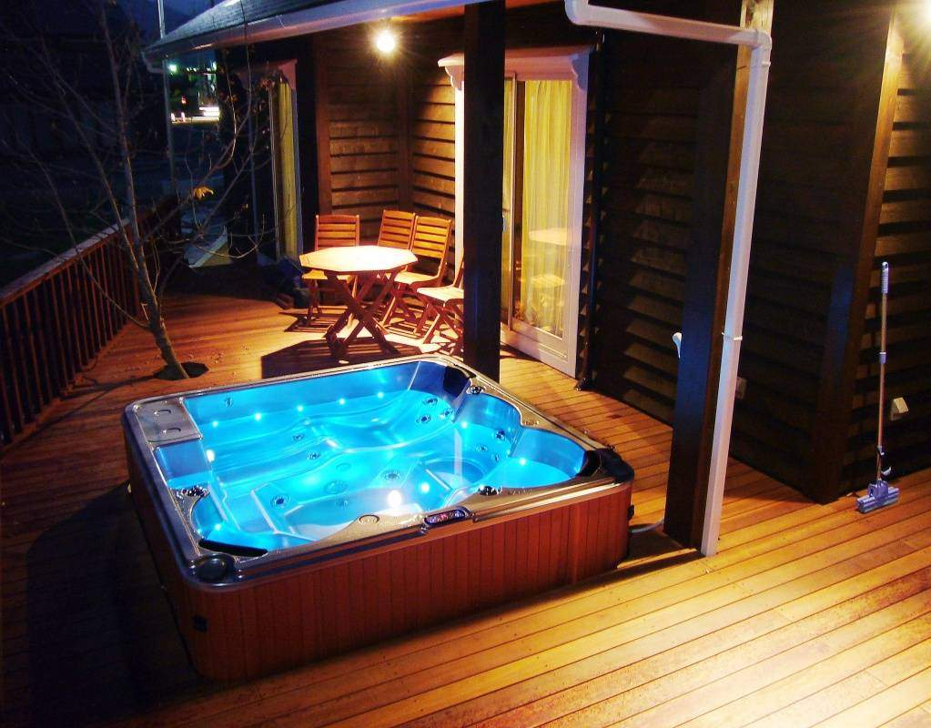 soaking-fiberglass-whirlpool-pool-outdoor-hot-spa.jpg